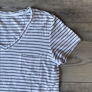 Universal thread striped V neck top size small